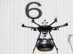 Kierownica prosto z nieba. Jak wygląda nowy sposób dostawy części dronami? [ZDJĘCIA, FILM]